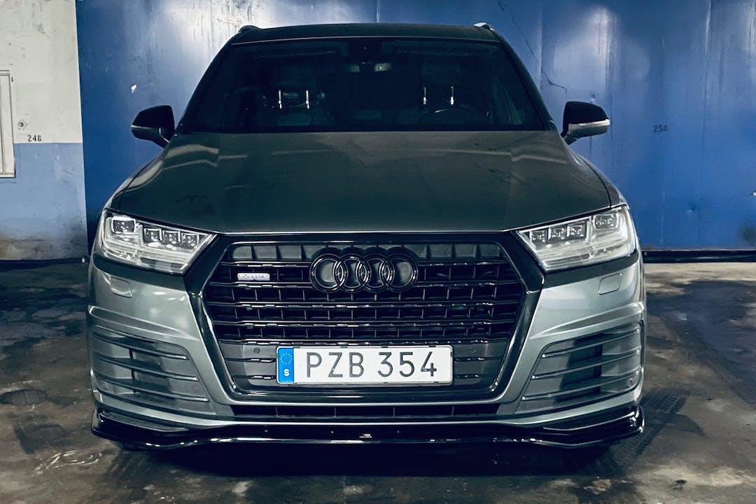 Billig biluthyrning av Audi Q7 med GPS i närheten av  Värnhem.