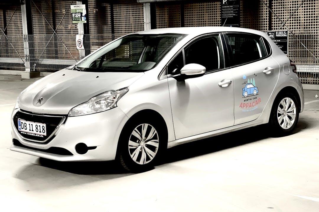 Billig billeje af Peugeot 208 med GPS nær 2000 Frederiksberg.