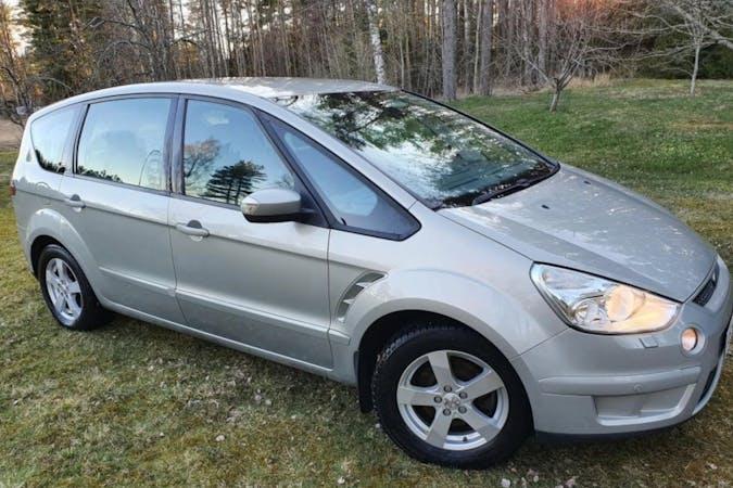 Ford S-MAXn halpa vuokraus Isofix-kiinnikkeetn kanssa lähellä 00400 Helsinki.