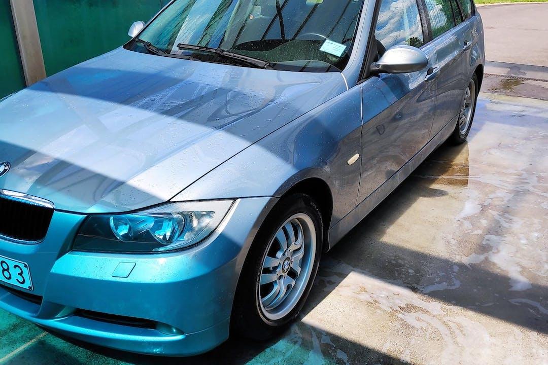 Billig biluthyrning av BMW 3 Series med Isofix i närheten av  .