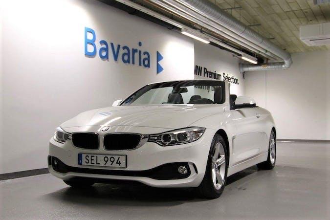 Billig biluthyrning av BMW 4 Series med Isofix i närheten av 112 40 Kungsholmen.