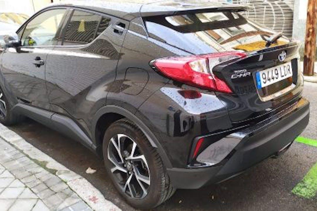 Alquiler barato de Toyota C-HR con equipamiento GPS cerca de  Madrid.
