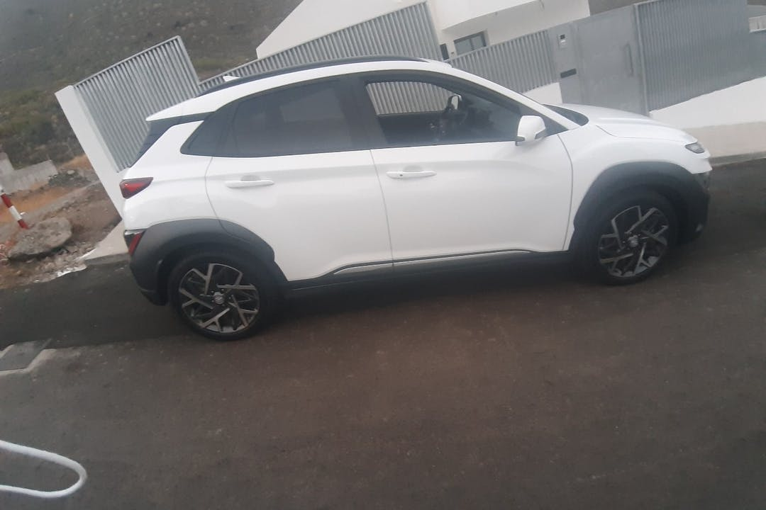 Alquiler barato de Hyundai Kona con equipamiento Bluetooth cerca de 38530 .