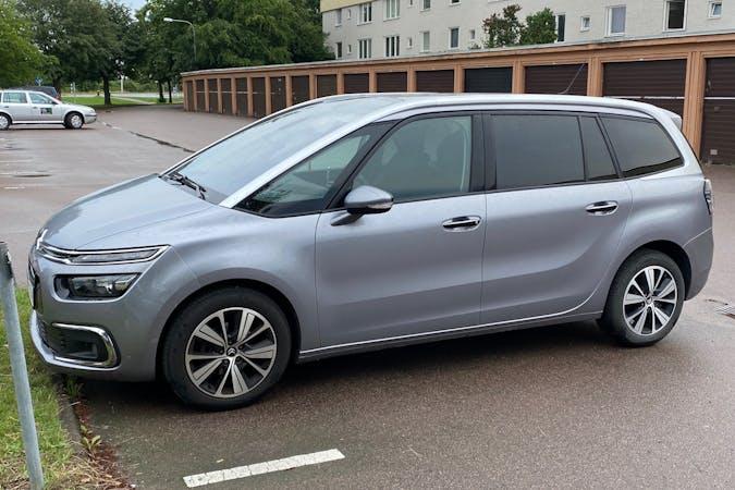 Billig biluthyrning av Citroën C4 Picasso med GPS i närheten av 586 48 Skäggetorp.