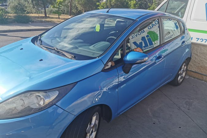 Alquiler barato de Ford Fiesta cerca de 28019 Madrid.