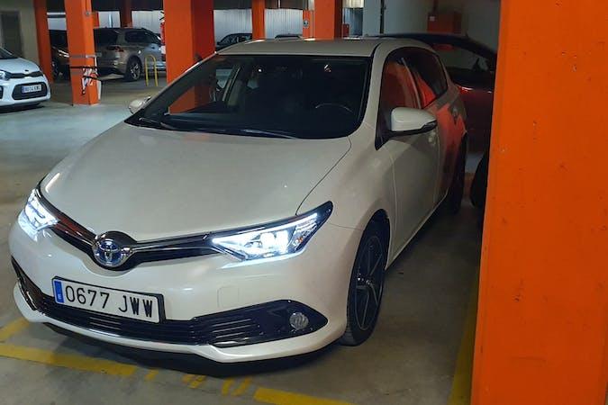 Alquiler barato de Toyota Auris Hybrid cerca de 28760 Tres Cantos.