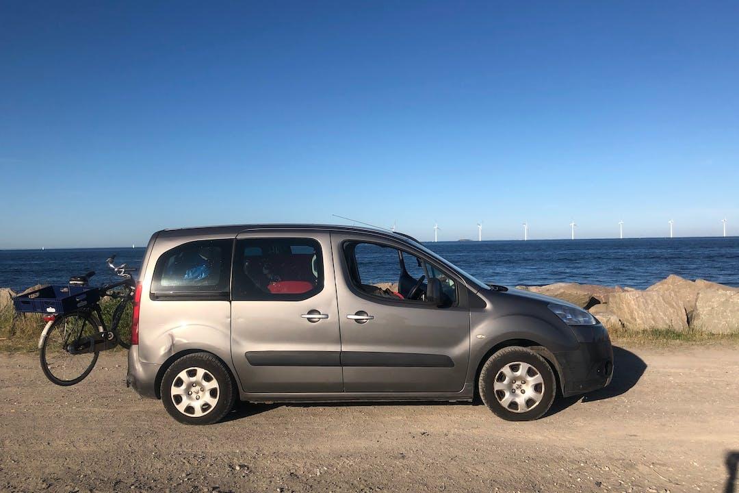 Billig biluthyrning av Peugeot Partner i närheten av 211 24 Hamnen.