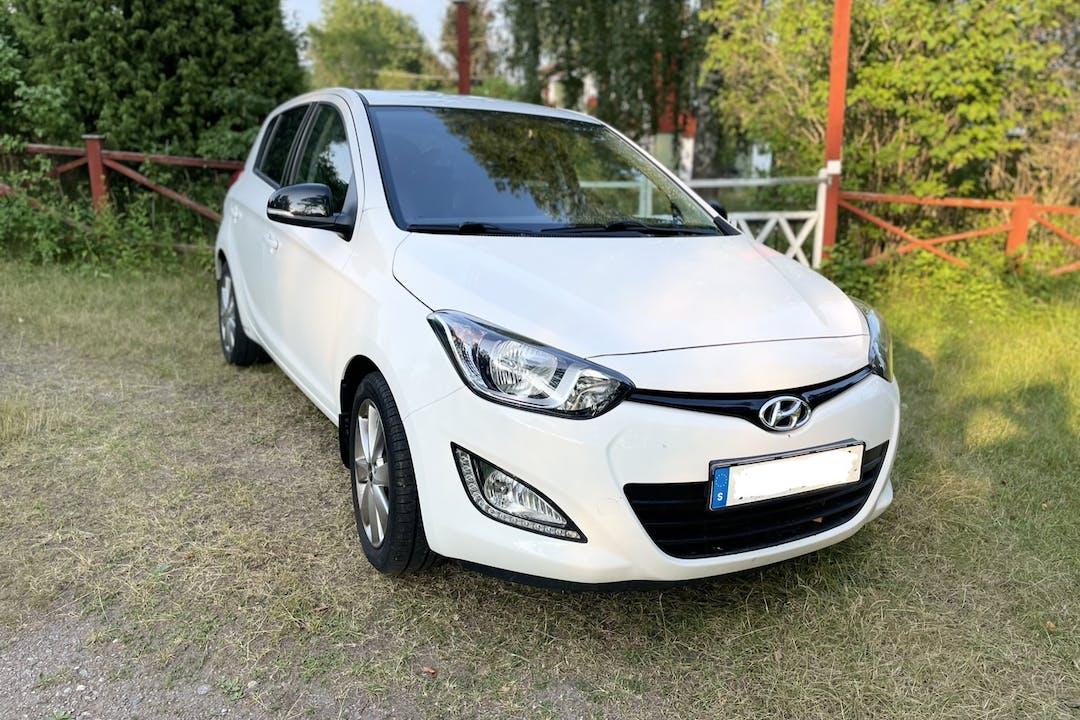 Billig biluthyrning av Hyundai i20 i närheten av 113 55 Norrmalm.