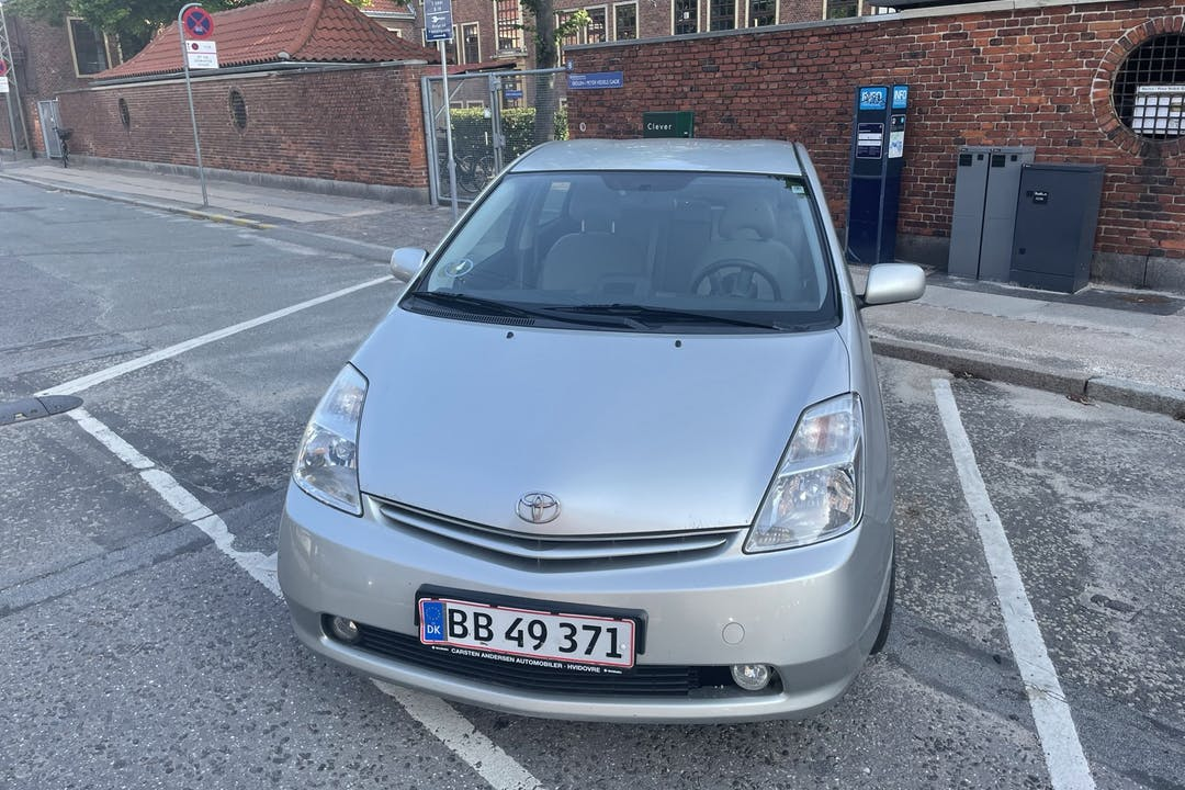 Billig billeje af Toyota Prius nær 2300 København.