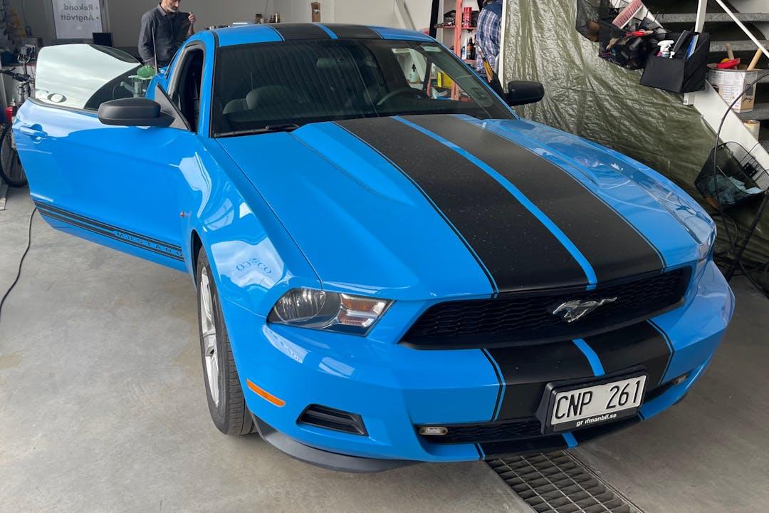 Billig biluthyrning av Ford Mustang med Bluetooth i närheten av 145 73 Slagsta.