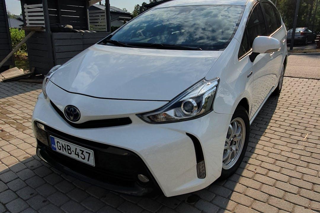 Toyota Prius+n halpa vuokraus Isofix-kiinnikkeetn kanssa lähellä  Järvenpää.