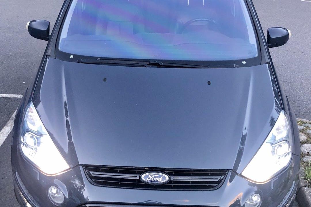 Billig biluthyrning av Ford S-MAX med Isofix i närheten av 433 42 .