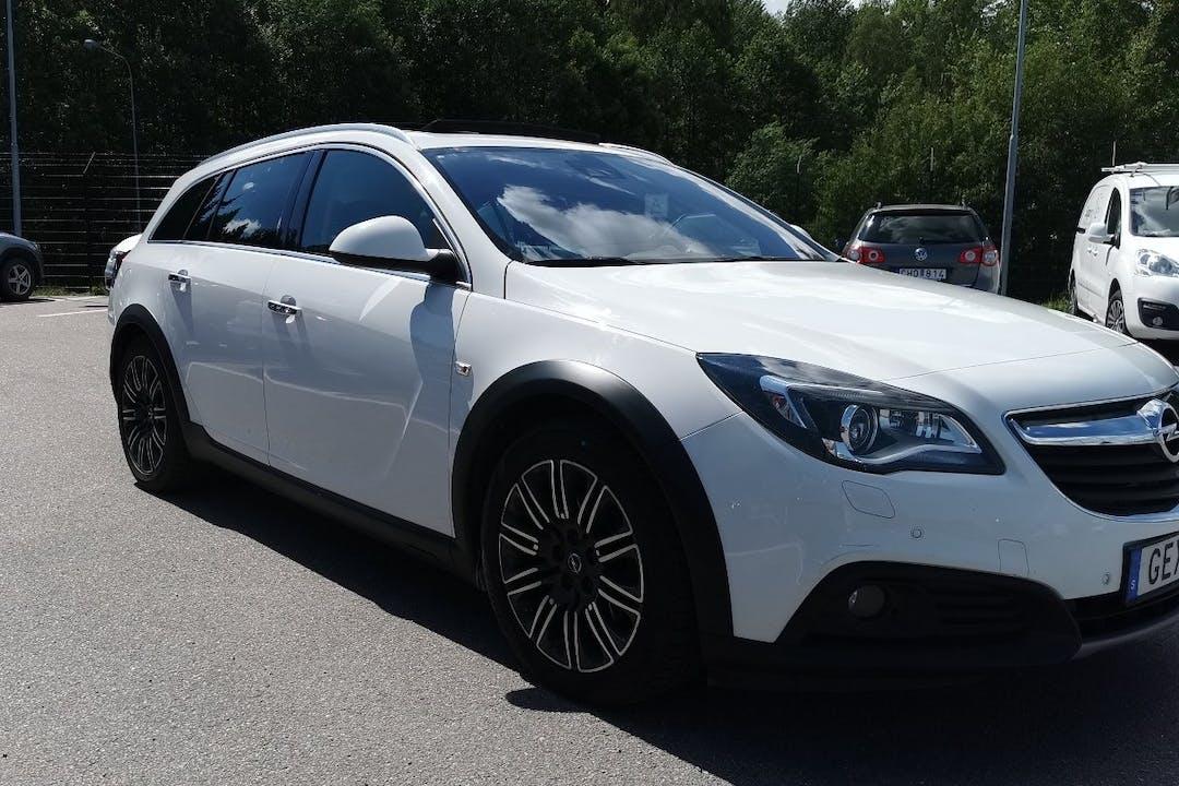 Billig biluthyrning av Opel Insignia Country Tourer med GPS i närheten av 129 57 Hägersten-Liljeholmen.