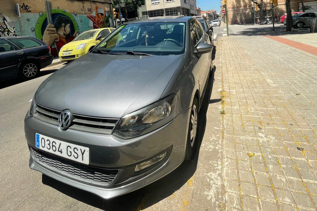 Alquiler barato de Volkswagen Polo con equipamiento GPS cerca de  Barcelona.