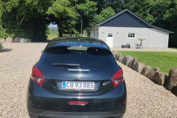 Billig billeje af Peugeot 208 med GPS nær 1306 København.