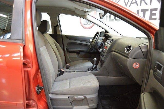 Billig biluthyrning av Ford Focus i närheten av 145 70 .