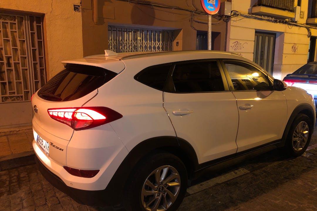 Alquiler barato de Hyundai Tucson con equipamiento GPS cerca de 50003 Zaragoza.