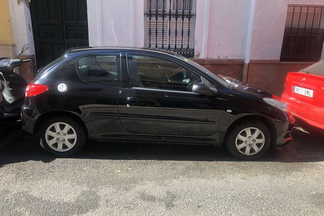 Alquiler barato de Peugeot 206+ cerca de 41002 Sevilla.