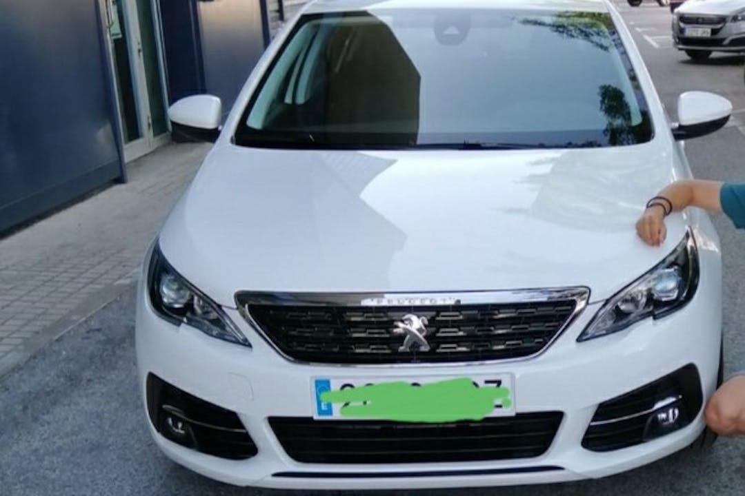 Alquiler barato de Peugeot 308 con equipamiento GPS cerca de 41710 Utrera.