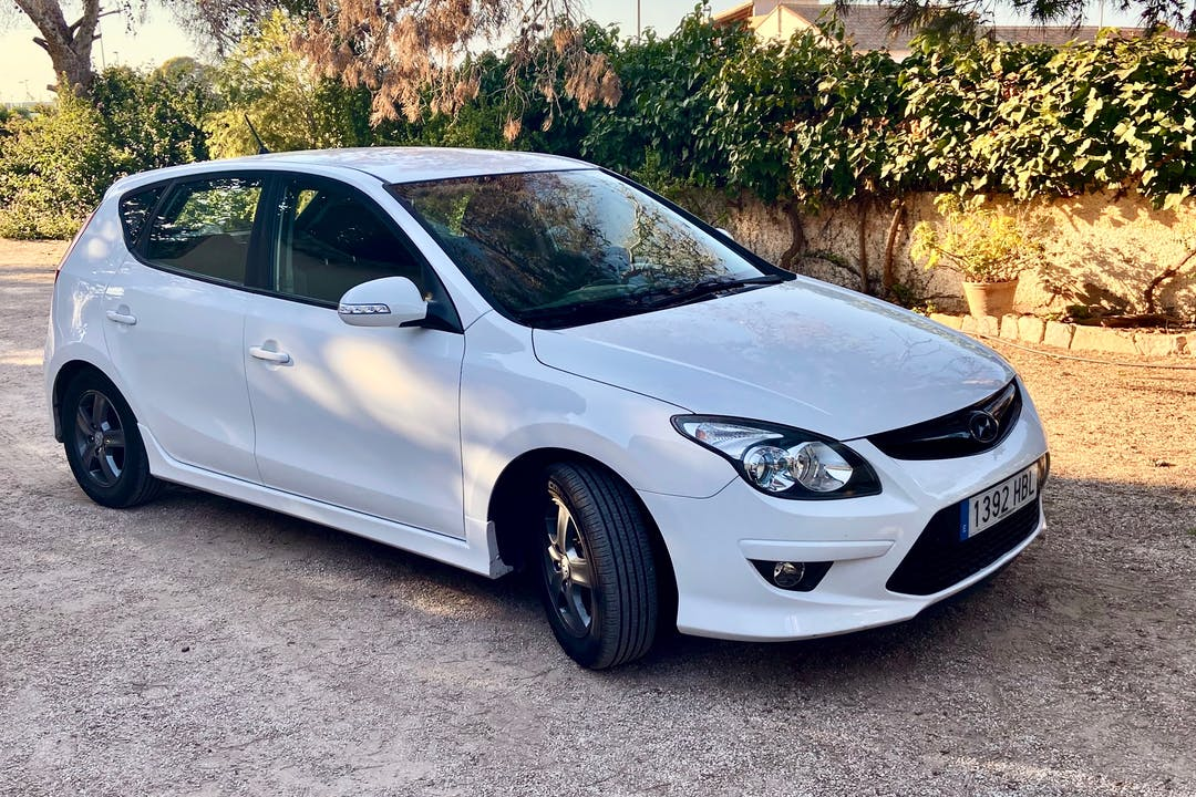 Alquiler barato de Hyundai i30 cerca de  València.