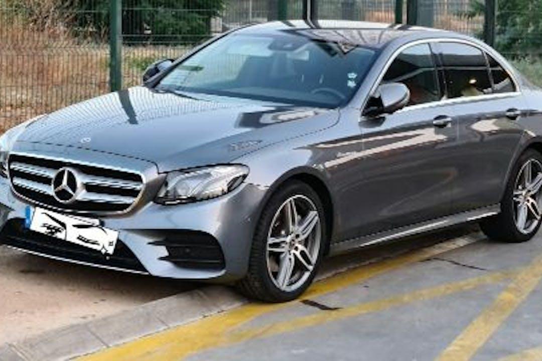 Alquiler barato de Mercedes E (213) 220 D con equipamiento GPS cerca de 41015 Sevilla.