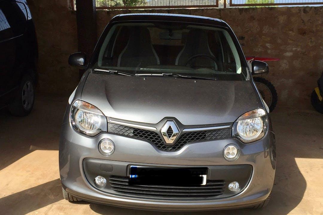 Alquiler barato de Renault Twingo con equipamiento GPS cerca de 07819 Cap Martinet.