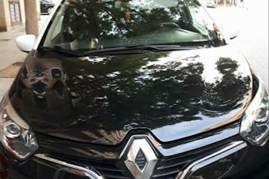 Alquiler barato de Renault Captur con equipamiento GPS cerca de 07010 Palma.