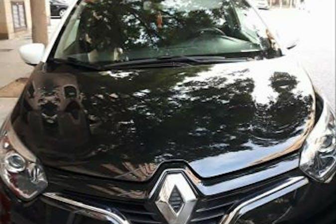 Alquiler barato de Renault Captur con equipamiento GPS cerca de 07002 Palma.