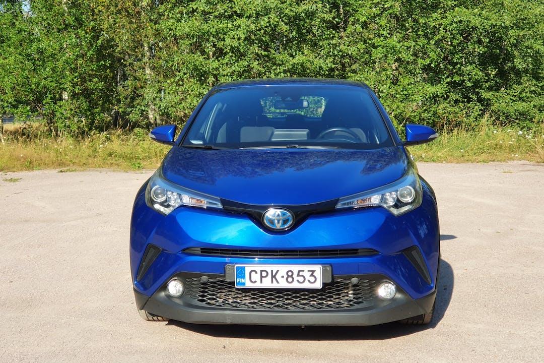 Toyota C-HRn halpa vuokraus GPSn kanssa lähellä  Helsinki.