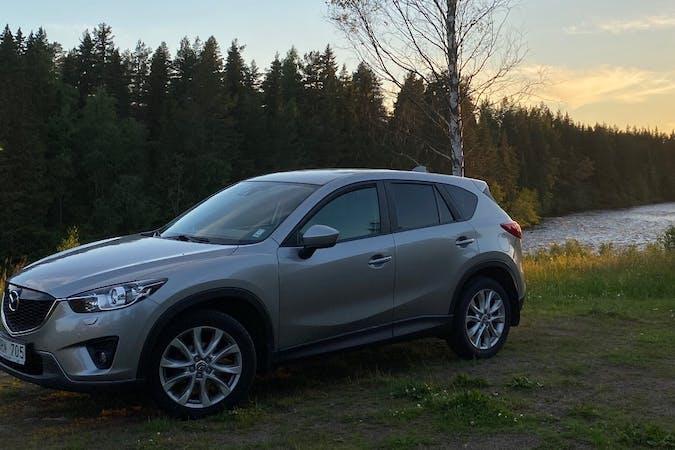 Billig biluthyrning av Mazda CX-5 med GPS i närheten av  .