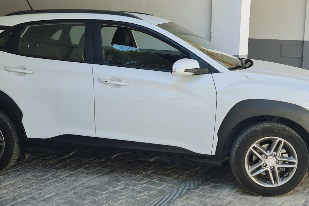 Alquiler barato de Hyundai Kona con equipamiento GPS cerca de 08850 Gavà.