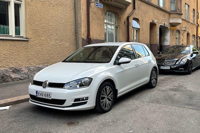 Volkswagen Golfn halpa vuokraus Bluetoothn kanssa lähellä 00100 Helsinki.