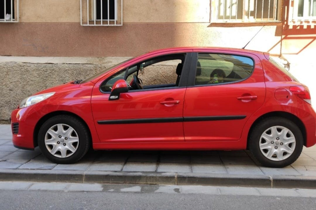 Alquiler barato de Peugeot 207 con equipamiento Fijaciones Isofix cerca de 04007 Almería.