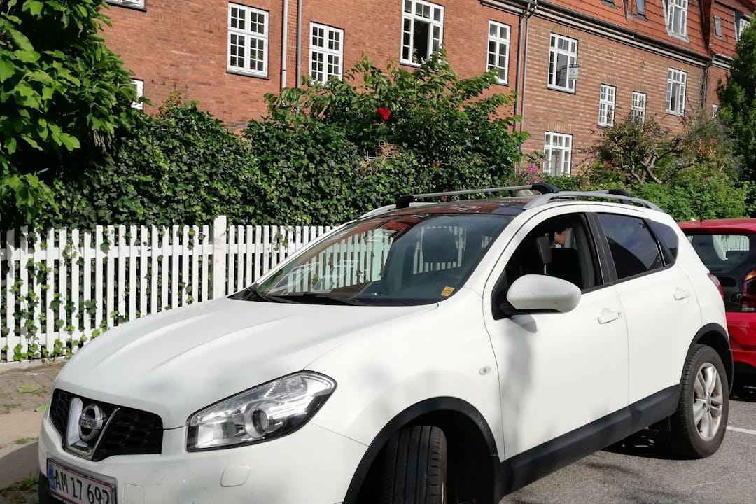 Billig billeje af Nissan Qashqai med GPS nær 2100 København.