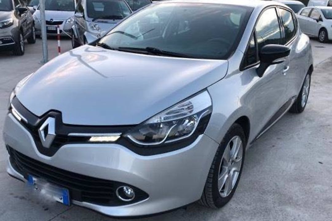 Alquiler barato de Renault Clio cerca de 46980 Paterna.