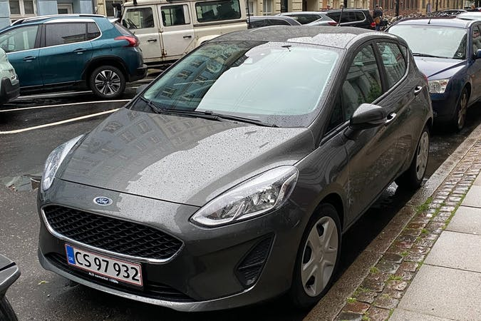 Billig billeje af Ford Fiesta med Isofix beslag nær  København.