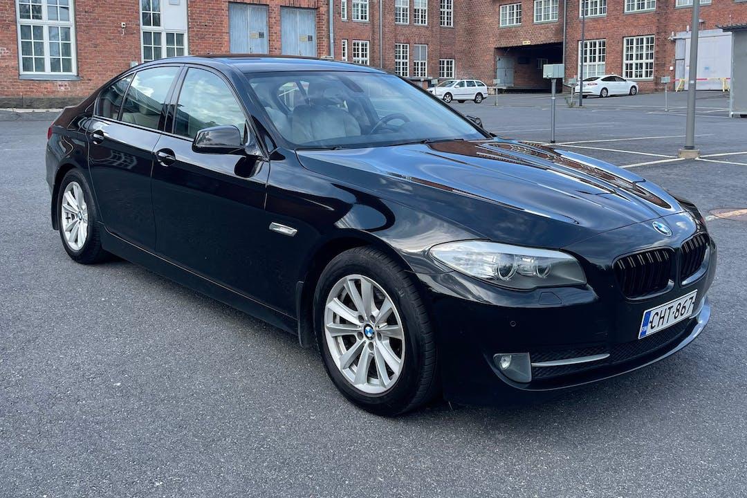 BMW 5 Seriesn halpa vuokraus Isofix-kiinnikkeetn kanssa lähellä  Jyväskylä.