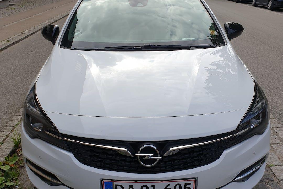 Billig billeje af Opel Astra med GPS nær 2450 København.