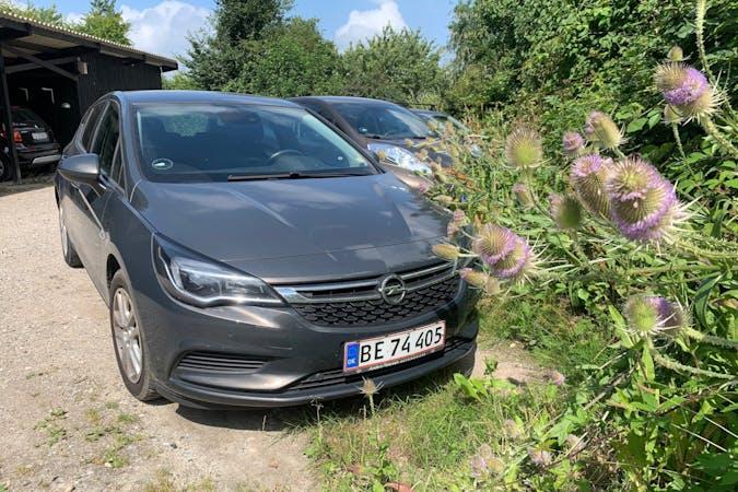 Billig billeje af Opel Astra med GPS nær 3480 Fredensborg.