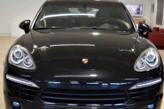 Billig biluthyrning av Porsche Cayenne i närheten av 127 61 Skärholmen.