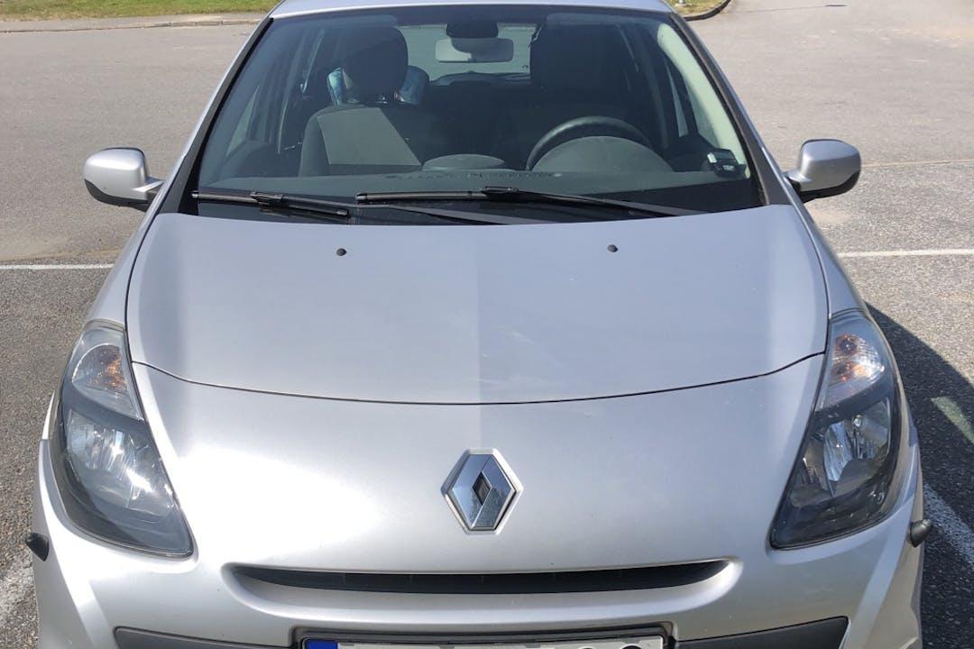 Billig biluthyrning av Renault Clio i närheten av 145 60 .