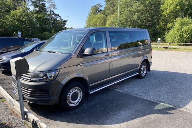 Billig biluthyrning av Volkswagen Caravelle med Bluetooth i närheten av 761 52 Mosebacke-Storsten.