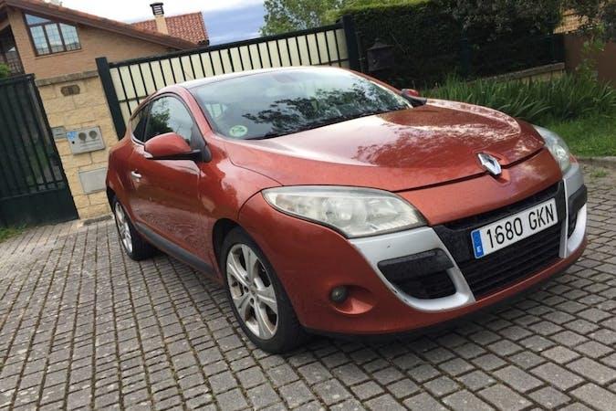 Alquiler barato de Renault Megane Coupe con equipamiento Bluetooth cerca de 01010 Gasteiz.