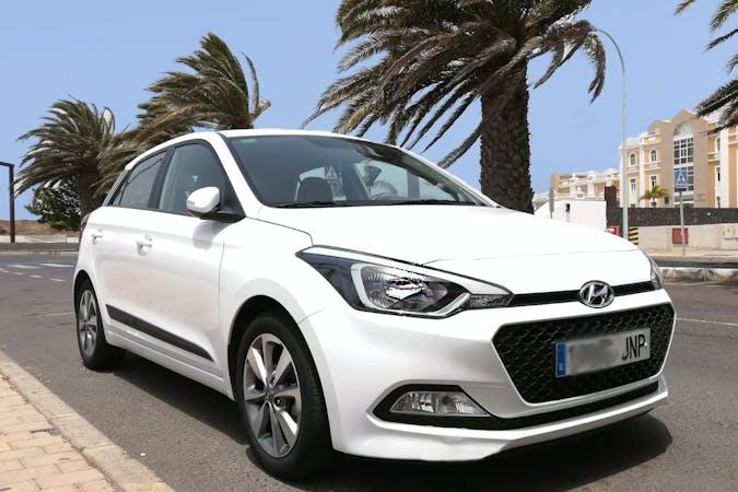 Alquiler barato de Hyundai i20 cerca de  Arrecife.