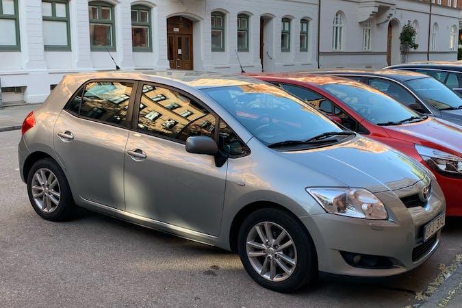 Billig biluthyrning av Toyota Auris med Isofix i närheten av  Rörsjöstaden.