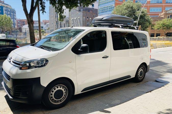 Alquiler barato de Citroën Jumpy con equipamiento Bluetooth cerca de 08004 Barcelona.