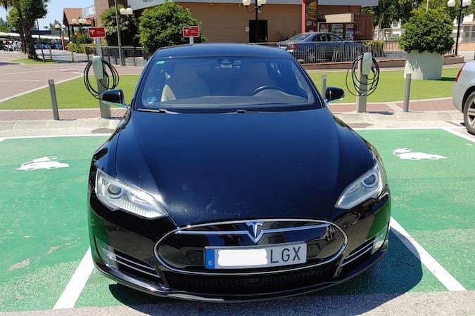 Alquiler barato de Tesla Model S cerca de 41007 Sevilla.
