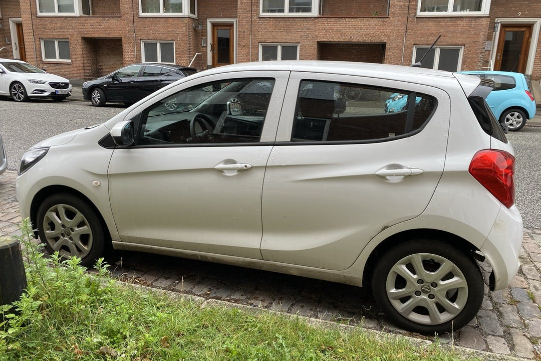 Billig billeje af Opel Karl med Isofix beslag nær 8000 Aarhus.
