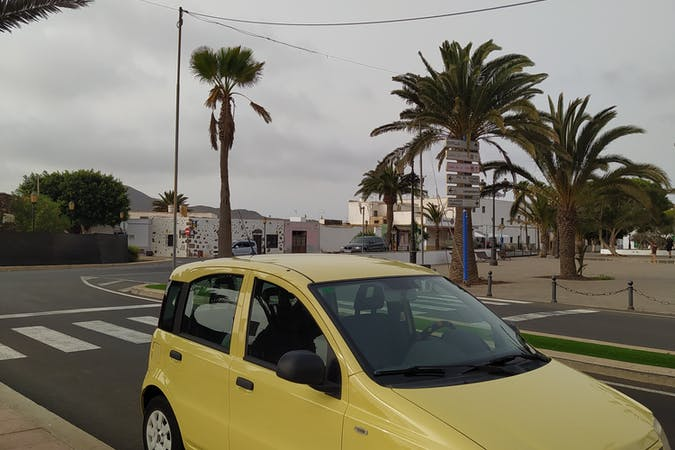Alquiler barato de Fiat Panda con equipamiento Aire acondicionado cerca de 35660 Corralejo.