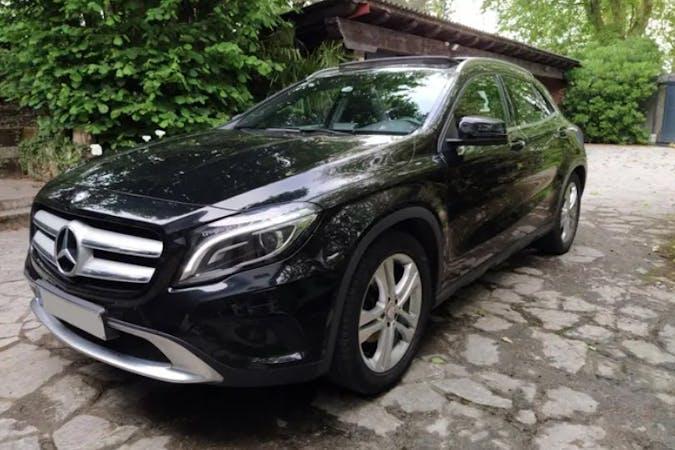 Alquiler barato de Mercedes GLA cerca de 20120 Hernani.